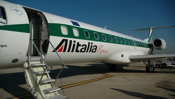 Итальянская Alitalia может уменьшить до2 тыс. служащих