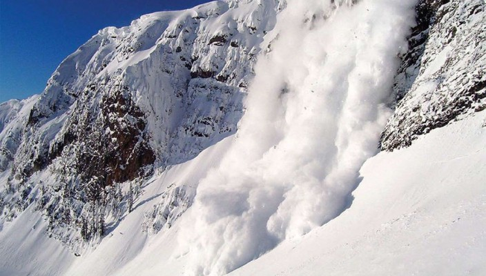 Снято своздуха место схода лавины наотель вИталии